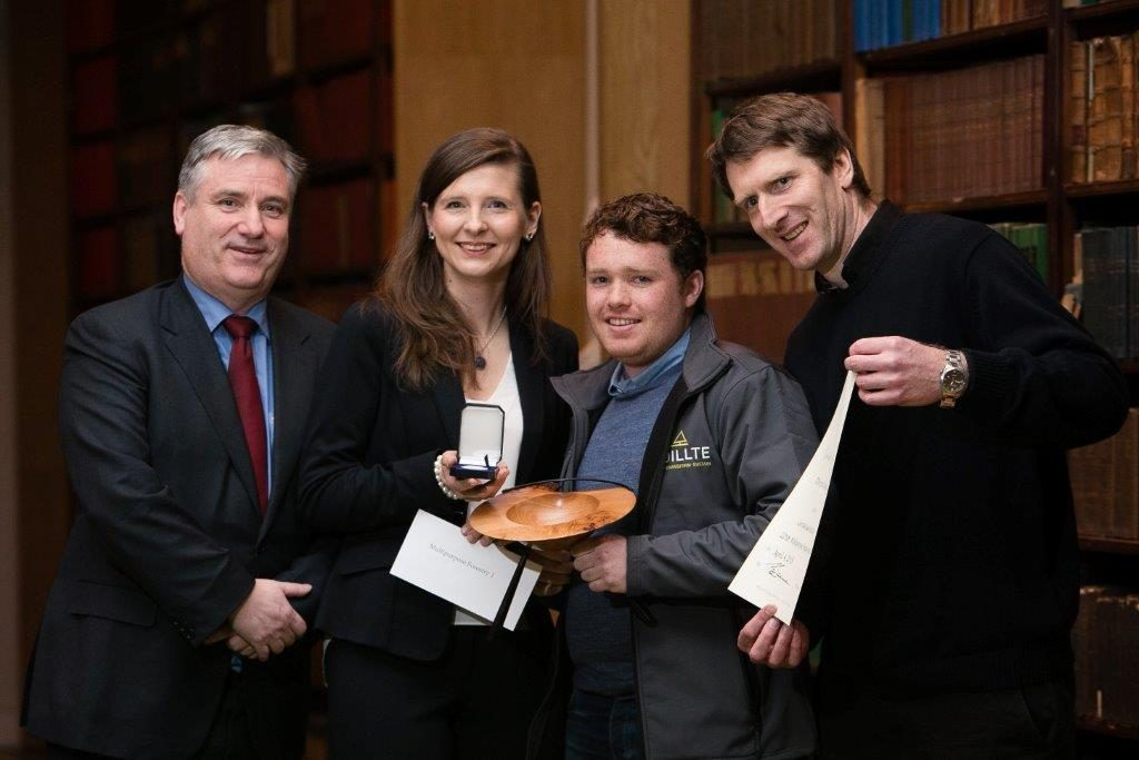 Picture of Coillte staff with RDS forestry award